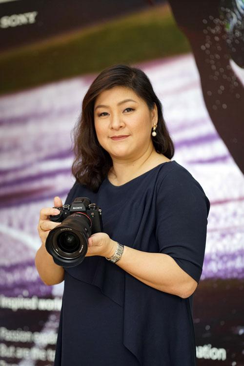 คุณลีลนา-เพียรพิริยะ-ผู้จัดการแผนกการตลาดกลุ่มผลิตภัณฑ์ดิจิตอลอิมเมจิ้ง-บ