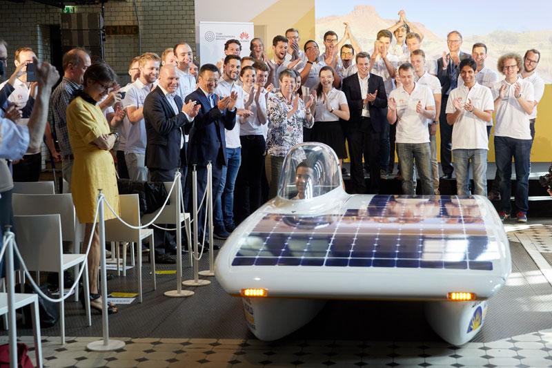 พิธีส่งตัวทีมแข่งรถ Huawei Sonnenwagen ที่จัดขึ้นในกรุงเบอร์ลิน