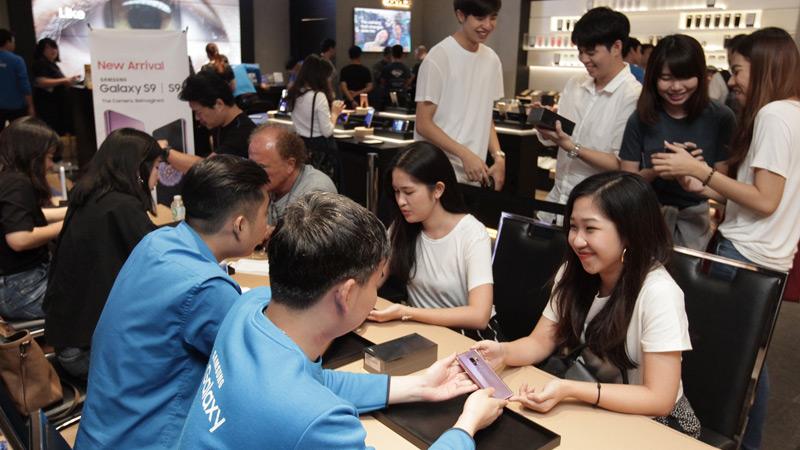 บรรยากาศรับเครื่อง Samsung Galaxy S9 และ S9 Plus วันแรกในไทย! สีม่วงมาแรงเกินคาด!