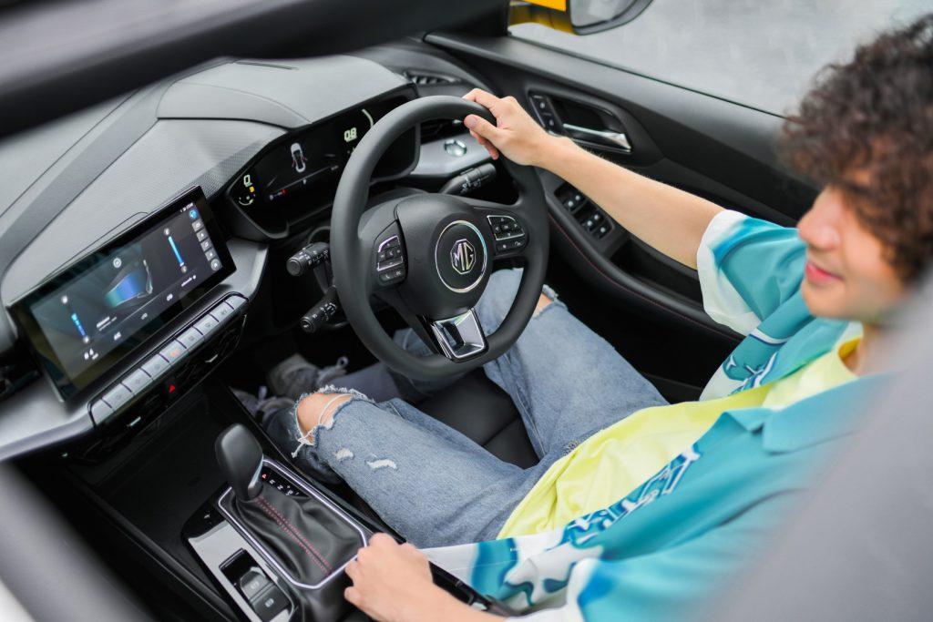 รูปภาพนี้มี Alt แอตทริบิวต์เป็นค่าว่าง ชื่อไฟล์คือ MG-ALL-NEW-MG5-Lifestyle-shots-Interior-30-1024x683.jpg