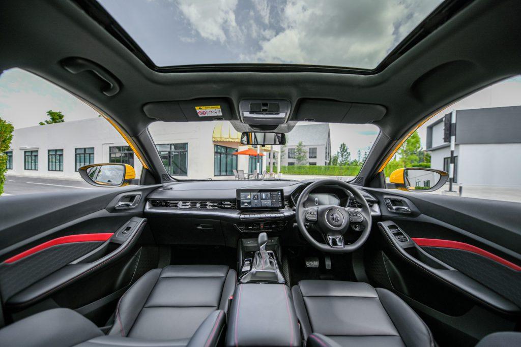 รูปภาพนี้มี Alt แอตทริบิวต์เป็นค่าว่าง ชื่อไฟล์คือ MG-ALL-NEW-MG5-Lifestyle-shots-Interior-9-1024x683.jpg